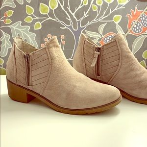 Reef suede boots
